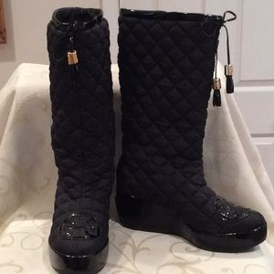 """LIKE NEW """"TORY BURCH"""" """"GIGI"""" QUILTED, TASSEL BOOTS"""